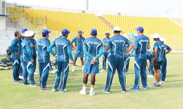 চমক রেখে শ্রীলঙ্কার বিপক্ষে দল ঘোষণা করলো পাকিস্তান
